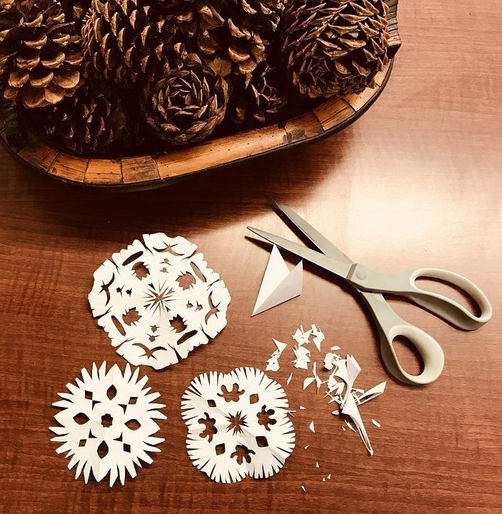 Atelier de création de décorations de Noël en papier