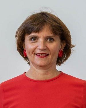 Anne IZACARD